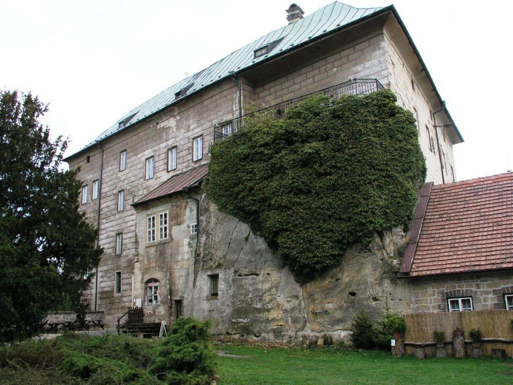 Чешский замок Гоуска