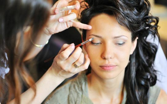 Как увеличить маленькие глаза с помощью макияжа