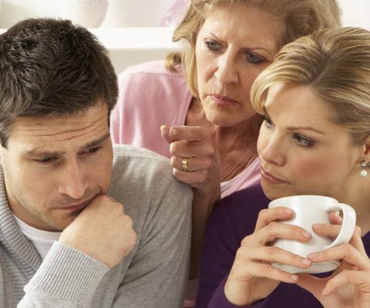 «Маменькин сынок»: как распознать и что делать