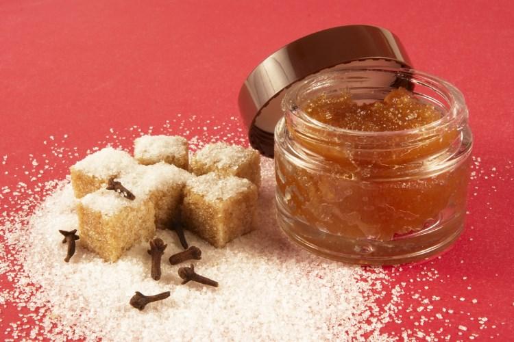 Полезный очищающий сахарный скраб для лица